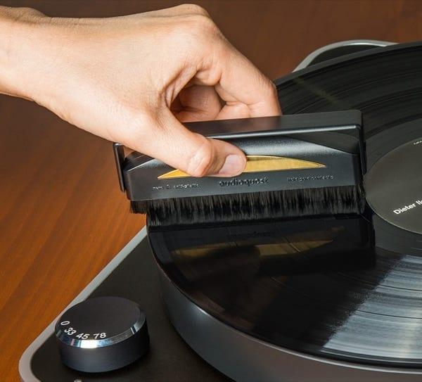 AudioQuest Conductive Fiber Record Brush